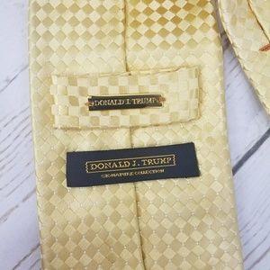 Donald. J Trump Accessories - Donald J Trump Gold geometric 100% Silk necktie